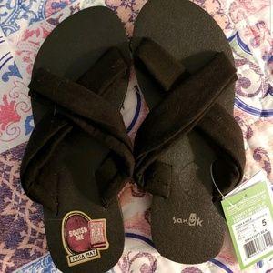 Women's Sanuk X Hale yoga sandal, size 5, NWT